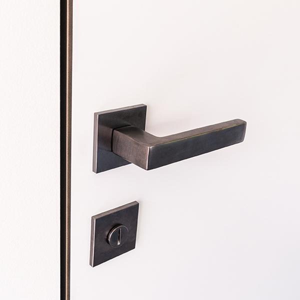 Particular of aluminium profile flush door