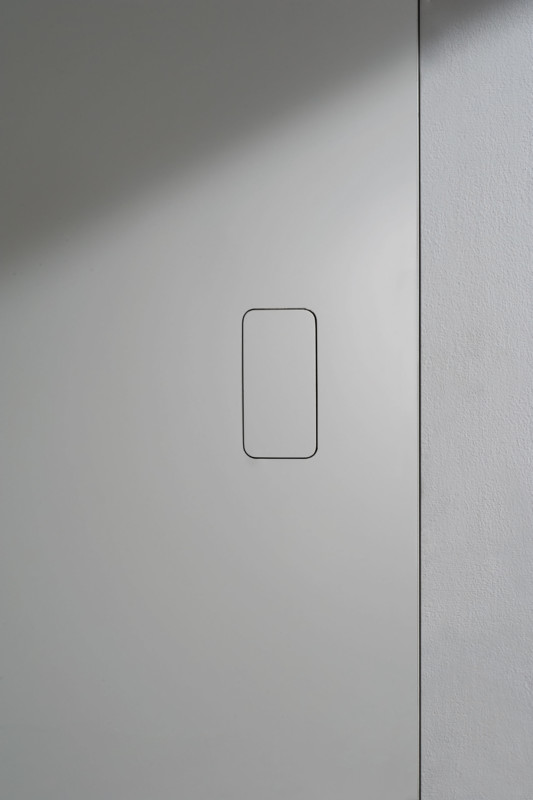 Invisible push handle for a minimal flush door
