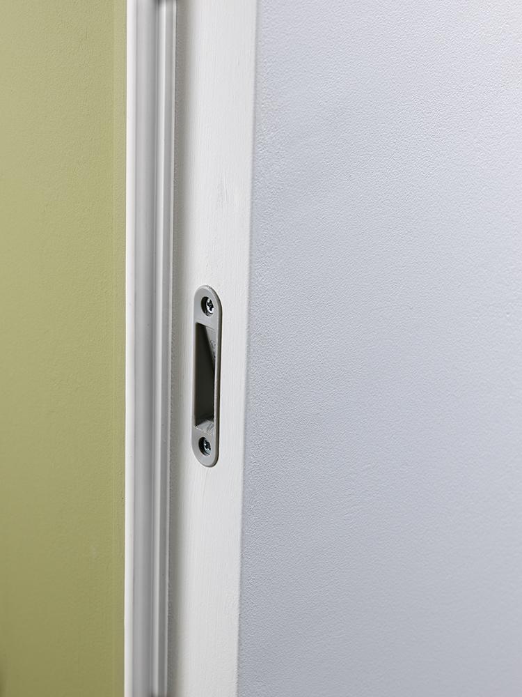Particular of flush door aluminum strike plate