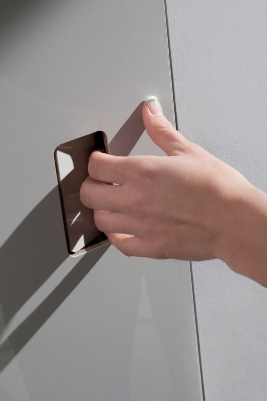 Particular of flush door invisible push handle