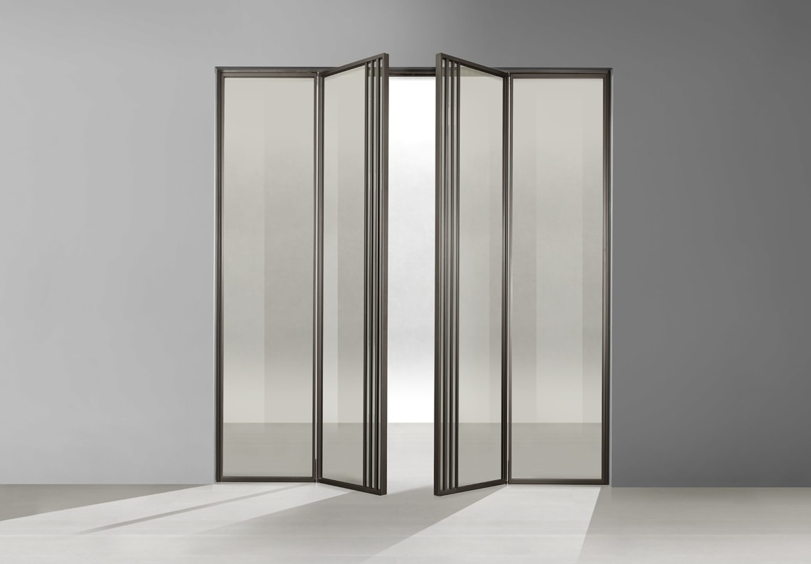 Aluminium door with two symmetrical leaves TIP