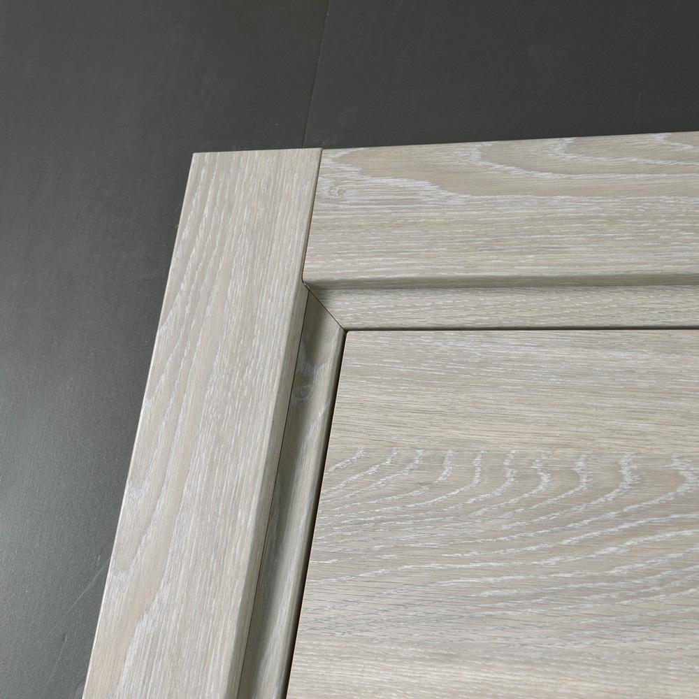Porta moderna a battente feel dettaglio coprifili essenza legno