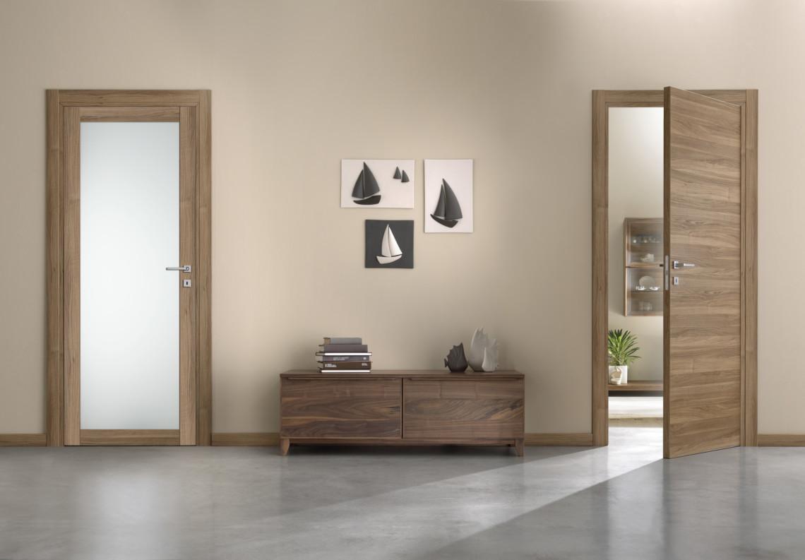 Porte moderne a battente Feel in essenza legno walnut